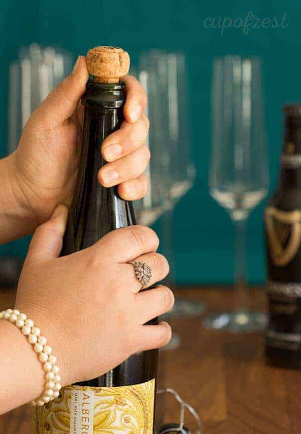 Black Velvet - A rich, bubbly and fun (but definitely not new) vintage cocktail that would make a great addition to brunch. #zestyrecipe #vintagerecipe