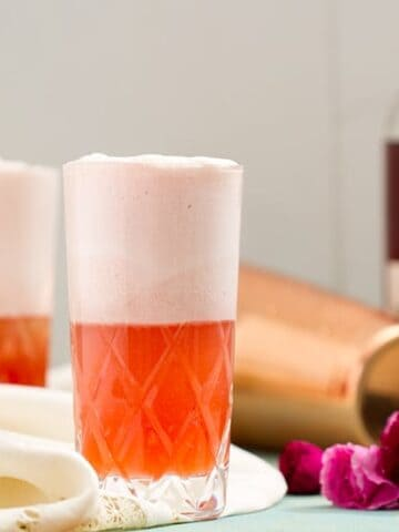 Ruby Fizz - This retro cocktail is inspired by a recipe from the 1930 Savoy Cocktail Book. It's quite easy to make and super delicious! - www.cupofzest.com